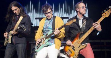 Weezer anuncia novo álbum e lançamento de novo single