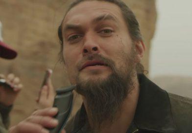 Jason Momoa raspa barba para promover campanha ambiental