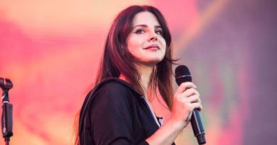 Lana Del Rey lança Blue Bannisters, 2º álbum do ano
