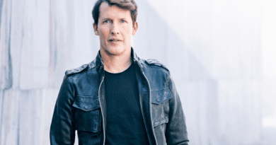 James Blunt lança single; ouça Love Under Pressure